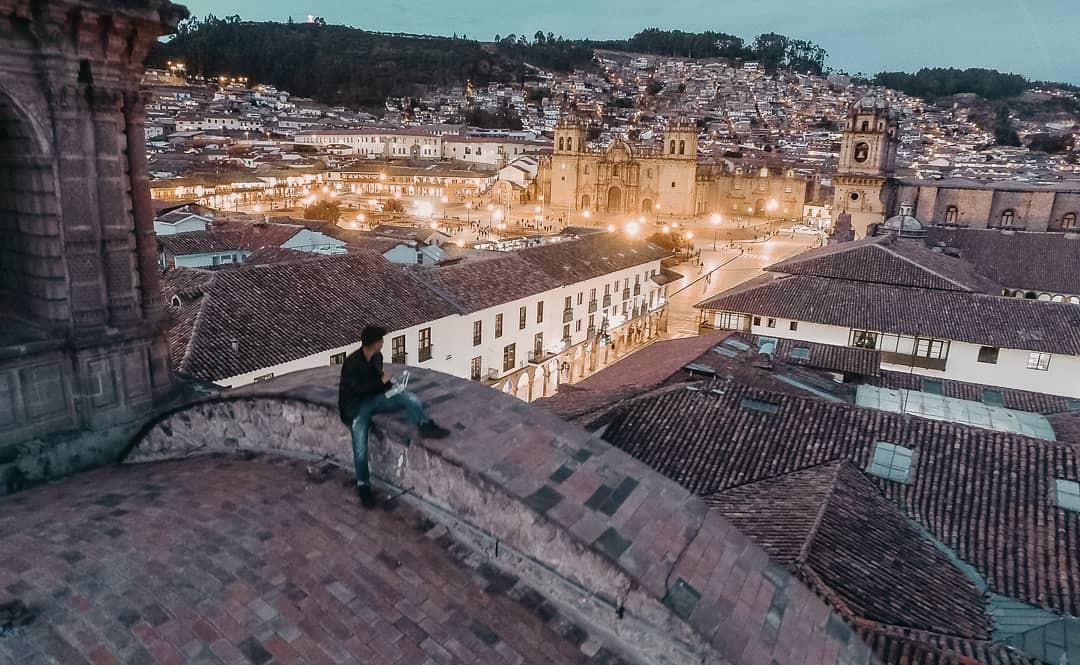 A Plaza de Armas, em Cuzco, Peru (Foto: Reprodução / Instagram / @natazacarias)