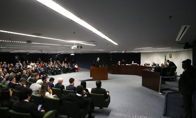 A Segunda Turma do Supremo Tribunal Federal (STF) julga dois pedidos de liberdade do ex-presidente Luiz Inácio Lula da Silva.  Na foto, o plenário lotado