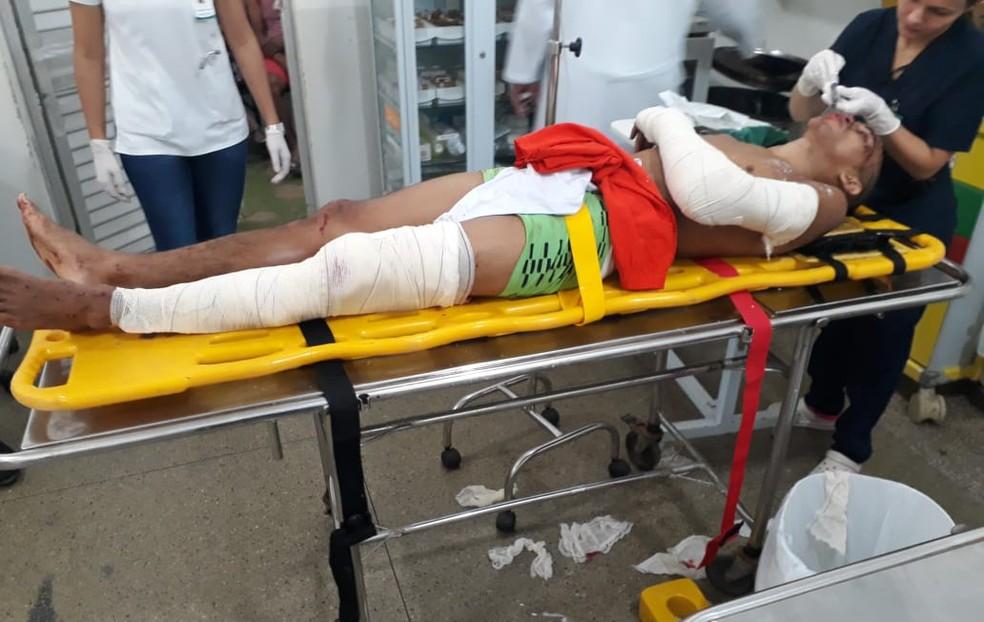 Dhiones Costa quebrou perna e braço na tentativa de fuga, durante a queda de cerca de proteção do presídio.  — Foto: Agentes penitenciários/Divulgação
