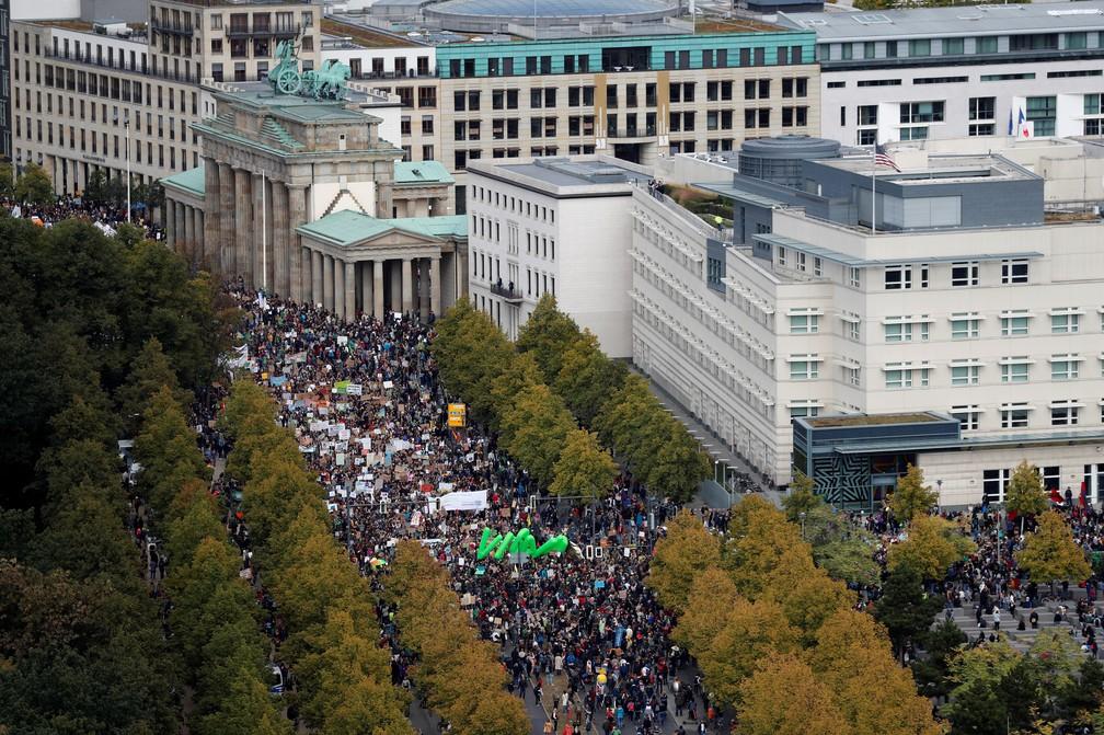 Greve pelo Clima: Em Berlim, na Alemanha, manifestantes tomaram as ruas pedindo medidas contra o aquecimento global. — Foto: Fabrizio Bensch/Reuters