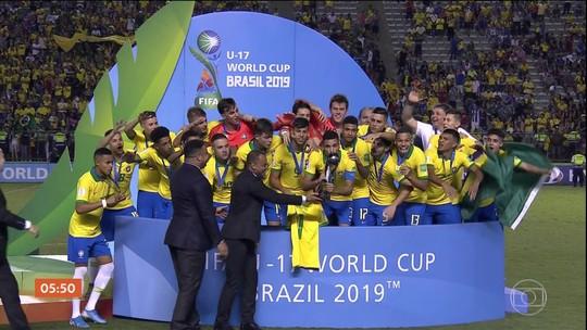 """Jornais mexicanos criticam duramente arbitragem na final do Mundial Sub-17: """"Roubo"""""""