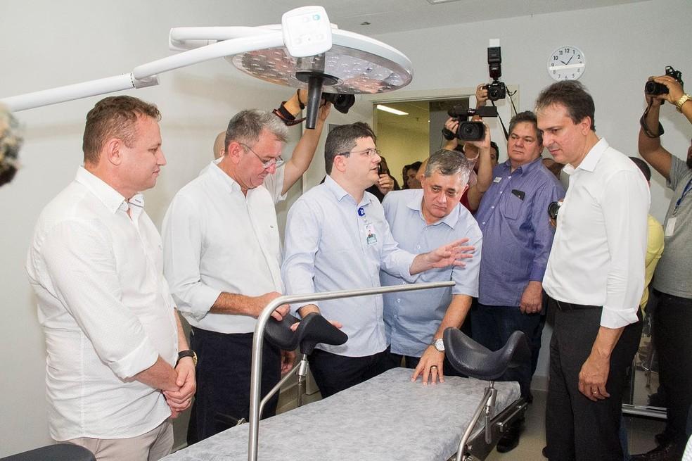Camilo Santana participou da inauguração do Centro de Obstetrícia e novos leitos de UTI no Hospital Regional do Sertão Central — Foto: Divulgação/Governo do Ceará