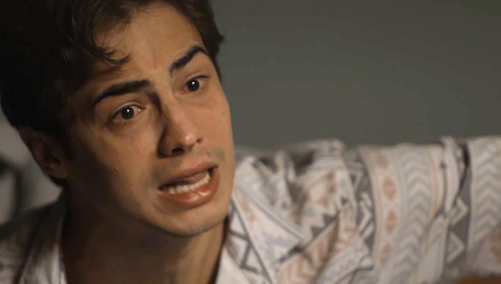 Valentim não aceita perdoar Karola — Foto: TV Globo