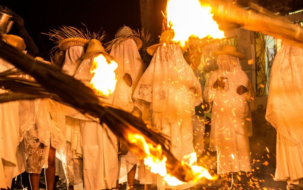 Tradição popular leva mulheres às ruas de Saubara para relembrar história da independência (Foto: João Pereira/Divulgação)