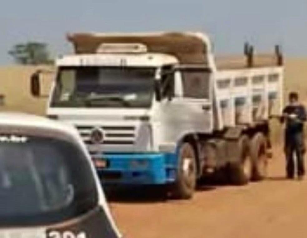 Vítima dirigia um caminhão, quando foi abordado pelos criminosos em Itaí (SP) — Foto: Polícia Civil/ Divulgação