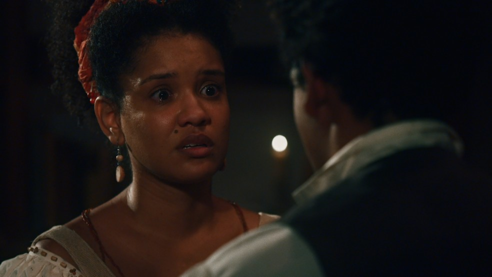 Em 'Nos Tempos do Imperador', Zayla (Heslaine Vieira) vai implorar a Samuel (Michel Gomes) para que ele reconsidere o término — Foto: Globo