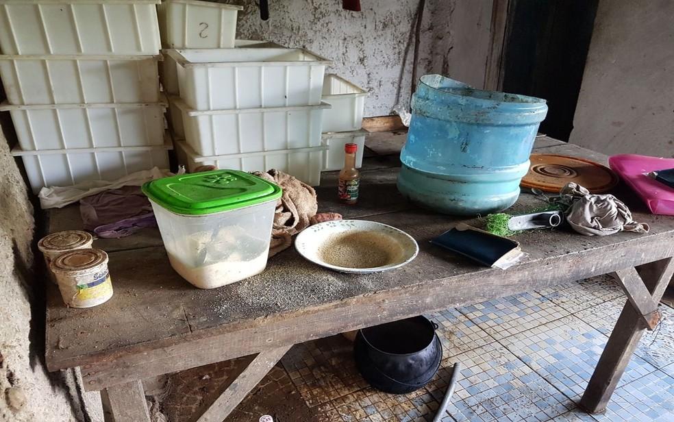Material encontrado em uma das queijarias (Foto: FPI/SE)
