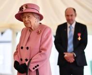 Rainha Elizabeth não fará mais eventos reais sozinha após internação