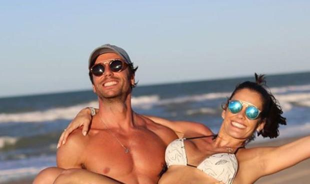 Talula no colo do marido, José Alves Neto (Foto: Reprodução/Instagram)