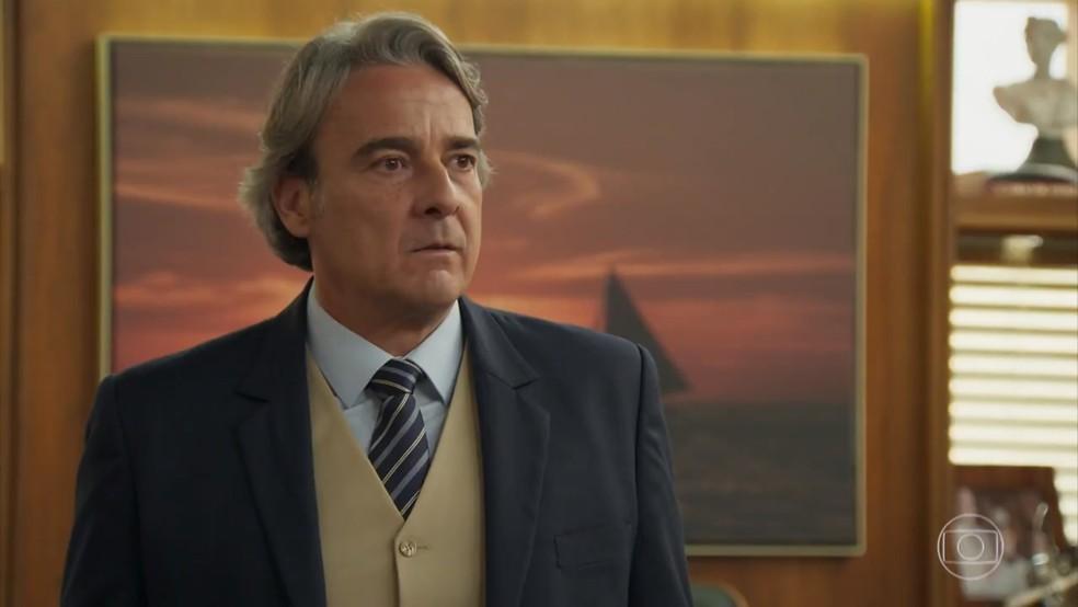 Aparício (Alexandre Borges) fica tenso com a descoberta de Tancinha (Mariana Ximenes) - 'Haja Coração' — Foto: Globo