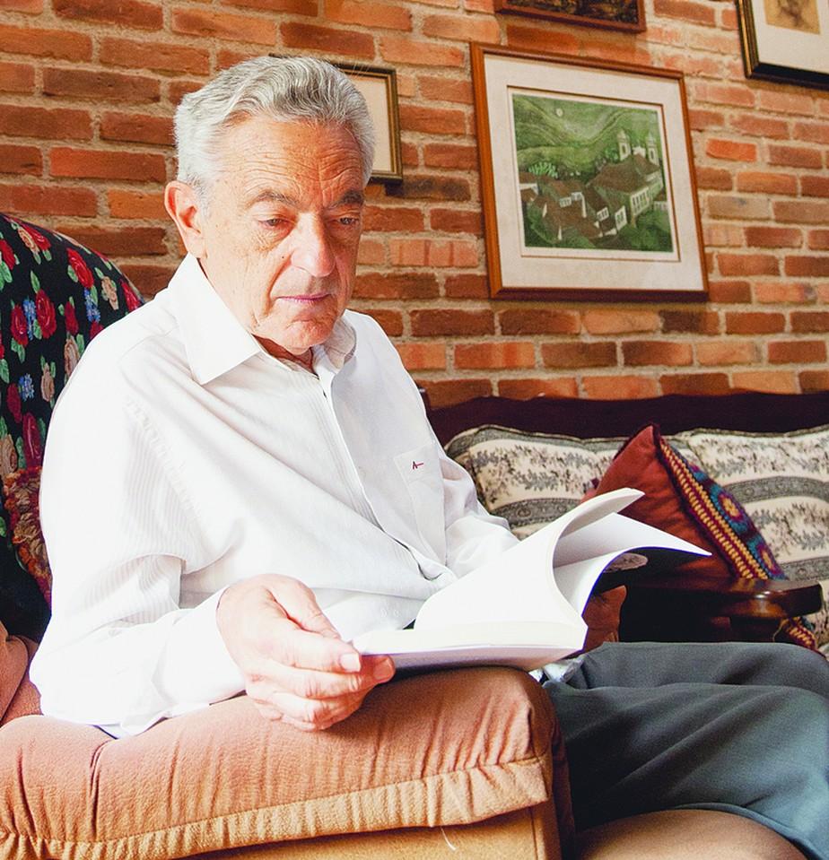 Morre de covid-19 o crítico literário Alfredo Bosi aos 84 anos | Eu & | Valor Econômico
