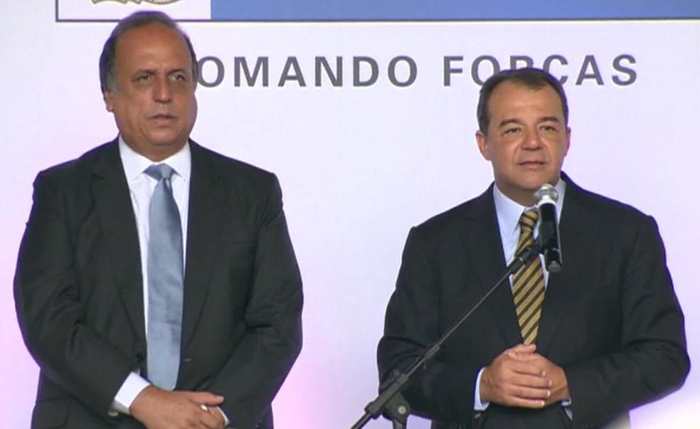 Os ex-governadores Sérgio Cabral e Luiz Fernando Pezão em evento  — Foto: Reprodução/TV Globo