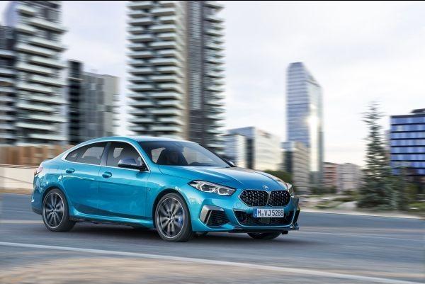 """O novíssimo BMW Série 2 Gran Coupe, BMW M235i xDrive, azul metálico, aro de 18"""" (Foto: Divulgação)"""