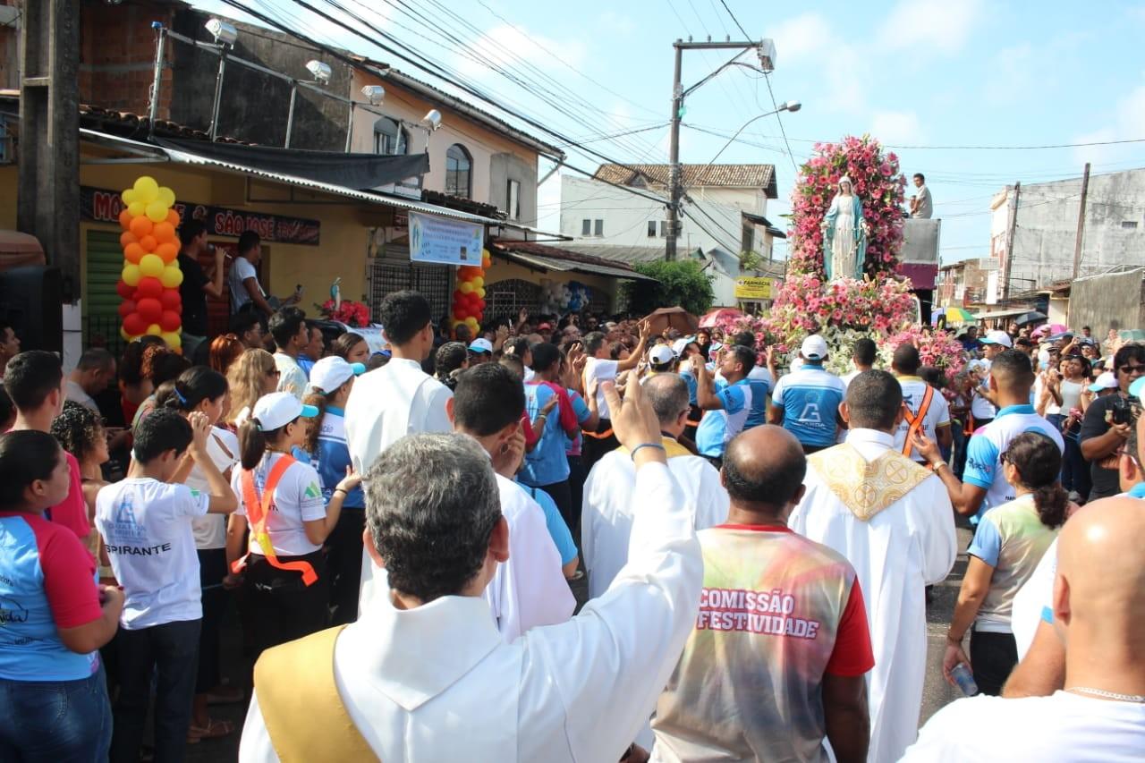 Círio de Ananindeua leva milhares de fiéis às ruas neste domingo - Notícias - Plantão Diário