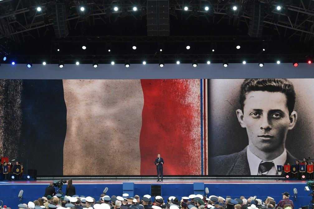 """O presidente francês, Emmanuel Macron, discursa durante cerimônia em homenagem ao """"Dia D"""" em Portsmouth, Inglaterra, nesta quarta-feira (5). — Foto: Daniel Leal-Olivas/AFP"""