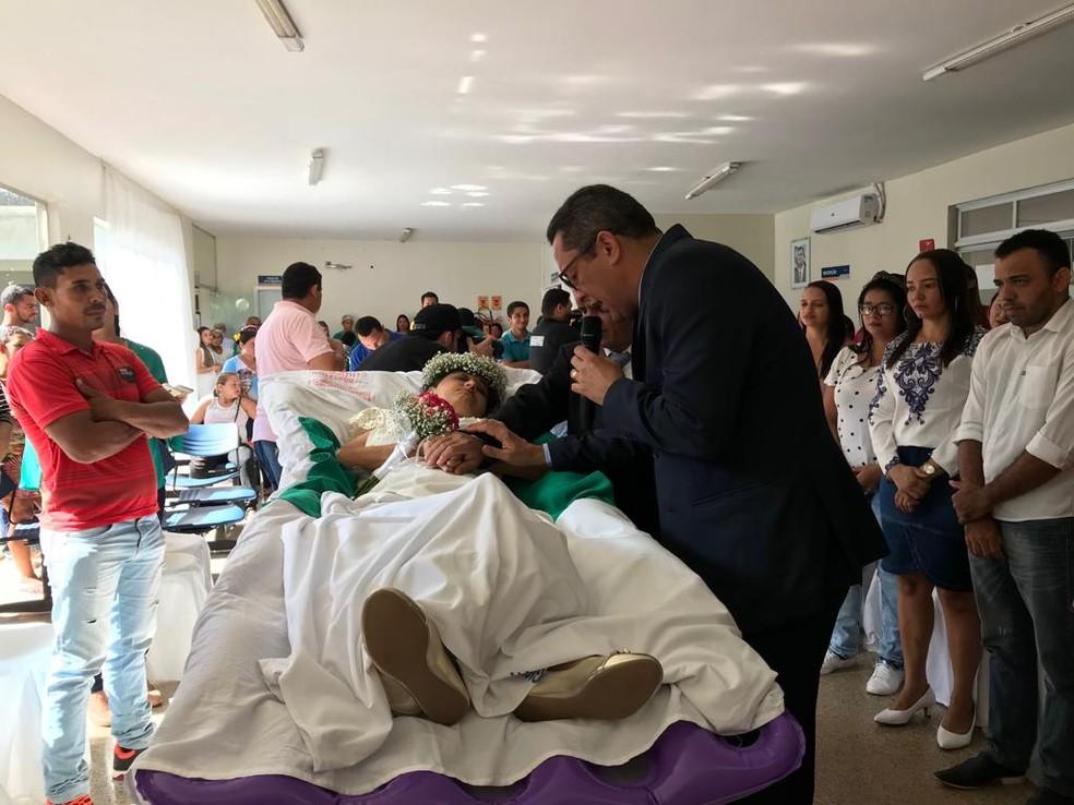 Casamento o casamento religioso foi oficializado por um pastor de Barra do Corda, onde o casal mora — Foto: Divulgação