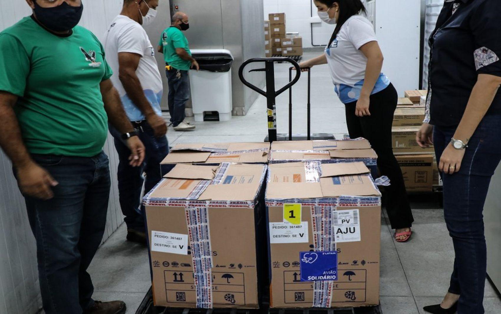 Mais de 112 mil vacinas contra a Covid-19 para a segunda dose são distribuídas para os municípios sergipanos
