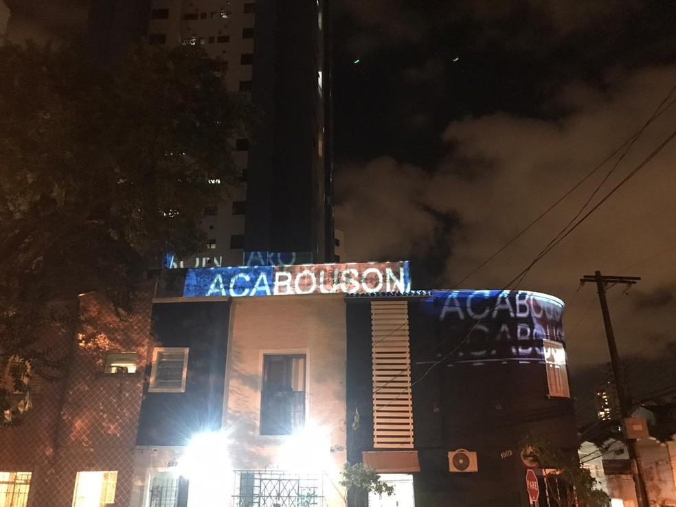 Projeção contra Bolsonaro na Pompeia, na Zona Oeste de São Paulo — Foto: Arquivo pessoal