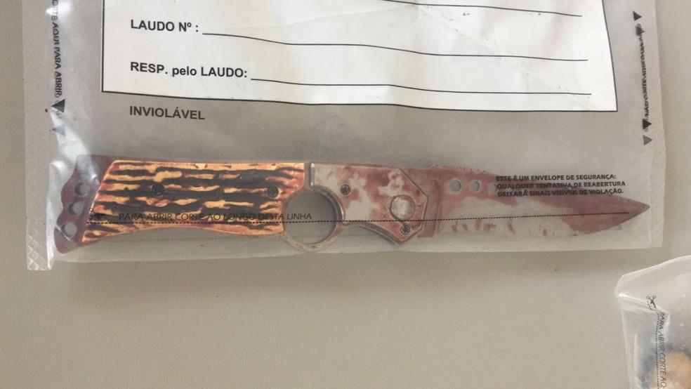 Faca usada no crime pelo suspeito (Foto: Patrick Lima/TV TEM)
