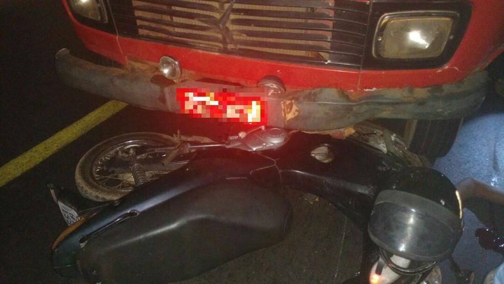 Moto foi arrastada por cerca de 10 metros (Foto: Divulgação)