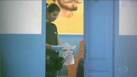 Polícia apreende armas e mala com dinheiro em casa de João de Deus
