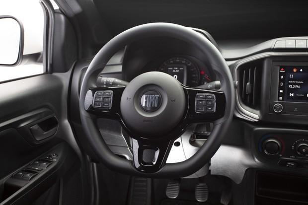 Fiat Strada - interior (Foto: Fábio Aro / Autoesporte)