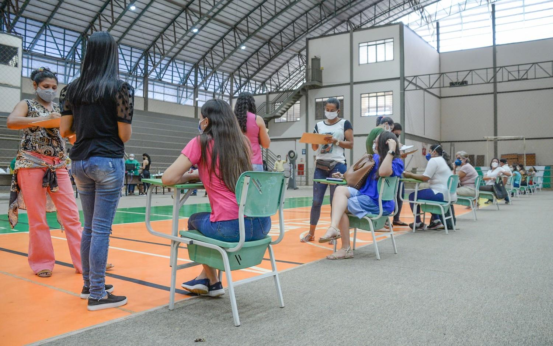 Grupos prioritários podem agendar vacinação contra Covid neste sábado (12) em Palmas; veja onde