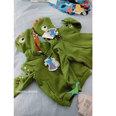 Marcella Fogaça mostra roupas das filhas gêmeas com Joaquim Lopes (Foto: Reprodução Instagram)