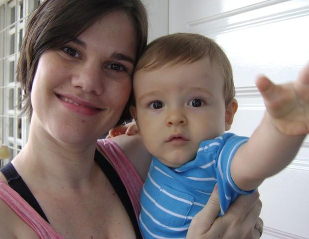 Anne Rammi com o filho Joaquim no colo (Foto: Arquivo Pessoal)