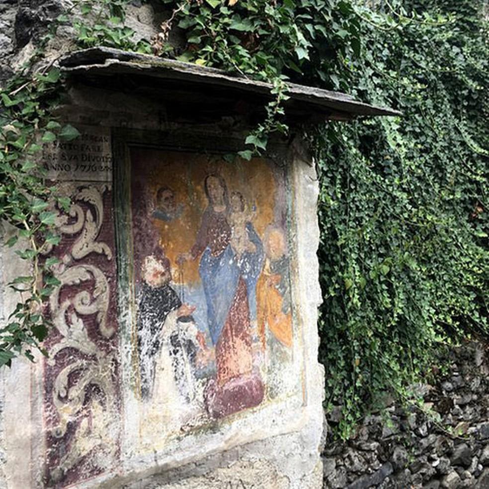 Algumas casas são decoradas com afrescos antigos, que precisam de restauro (Foto: BBC)