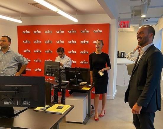 Eduardo Bolsonaro posta visita ao GETTR, rede social de Jason Miller, em NY