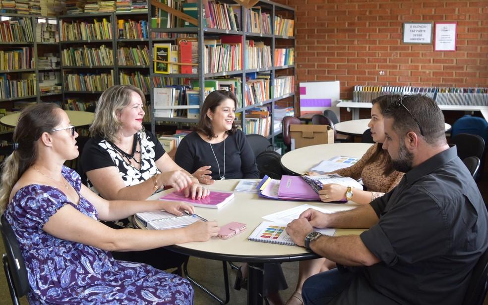 Equipe do Centro de Ensino em Período Integral ensina os alunos a solucionarem os próprios conflitos (Foto: Paula Resende/ G1)