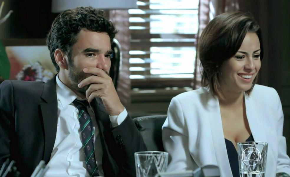 Maria Clara (Andréia Horta) fica radiante com a notícia de que José Alfredo (Alexandre Nero) está vivo - 'Império' — Foto: Globo