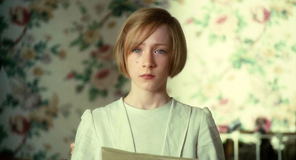 Saoirse Ronan em cena de Desejo e Reparação (2007) (Foto: Divulgação)