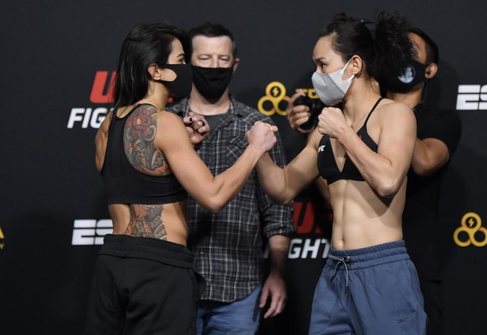 Claudia Gadelha x Yan Xiaonan — Foto: Jeff Bottari/Getty Images