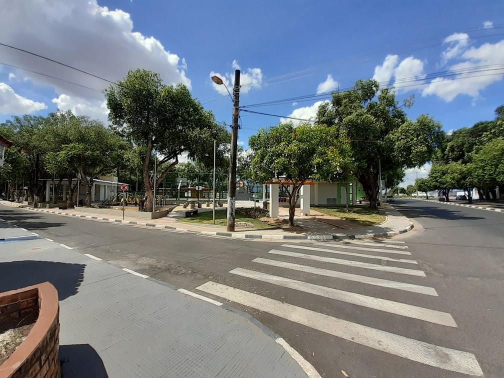 BOA VISTA - Praça Capitão Clóvis, no Centro de Boa Vista, capital de Roraima, vazia nesta quinta-feira (26) — Foto: Fabrício Araújo/G1