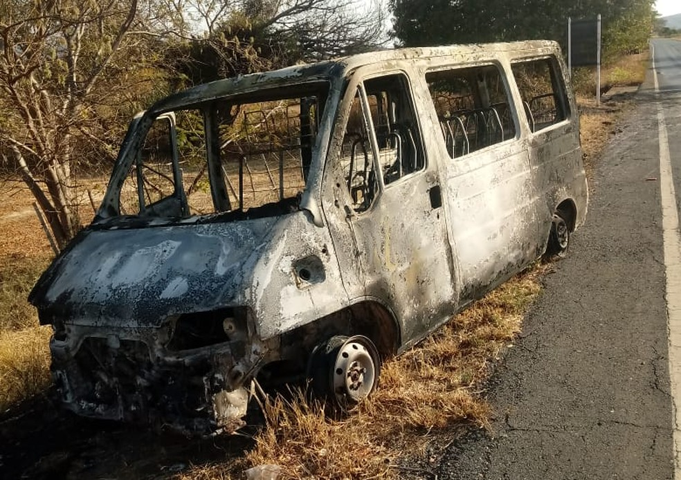Van ficou completamente destruída  (Foto: Wellington Paiva/Arquivo pessoal)