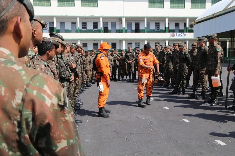 Corpo de Bombeiros se reuniu com o Exército no último sábado (24) para a 'troca de experiências' — Foto: Handson Chagas/Divulgação/Secap