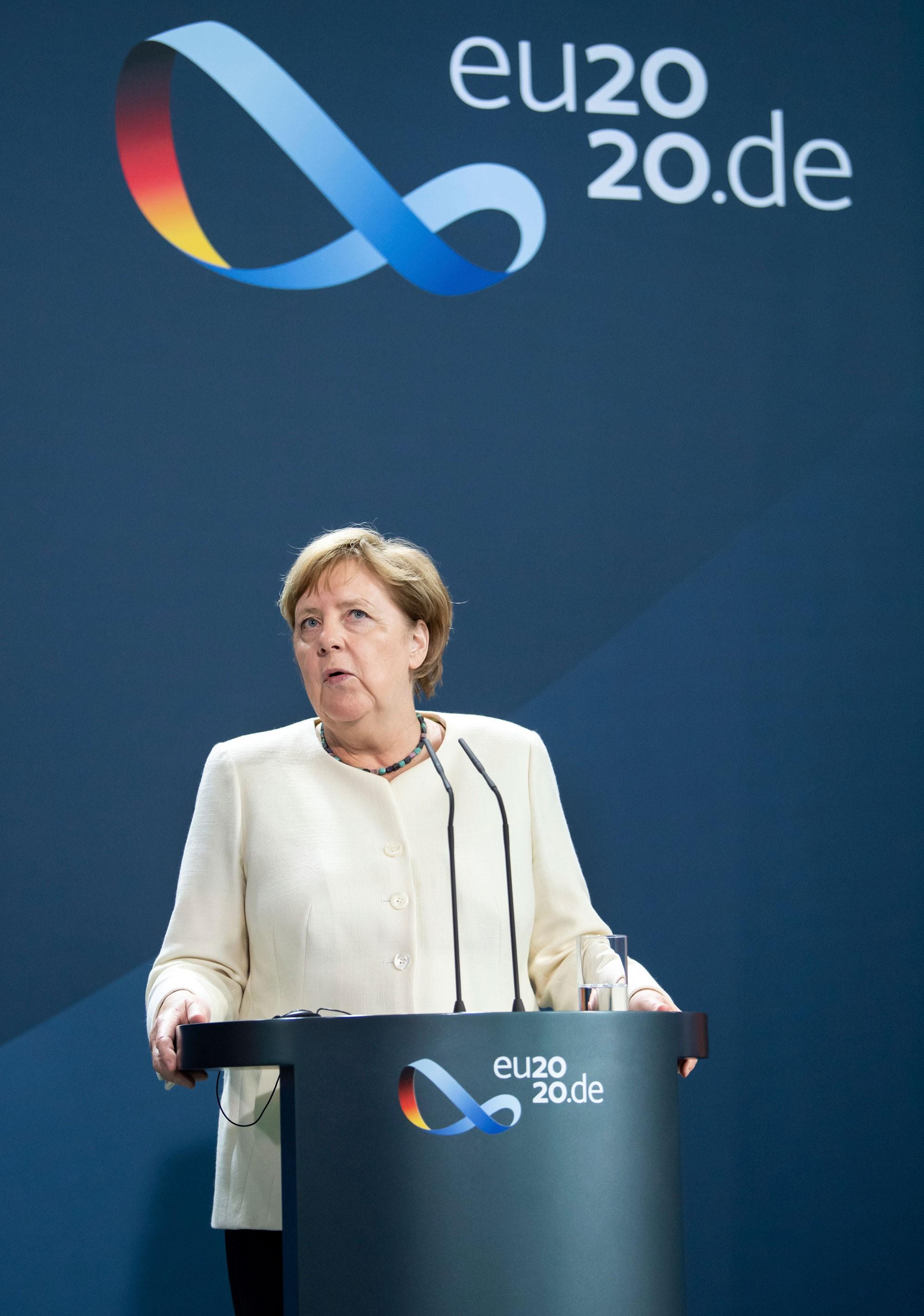 Funcionário da assessoria de imprensa de Merkel é suspeito de espionagem