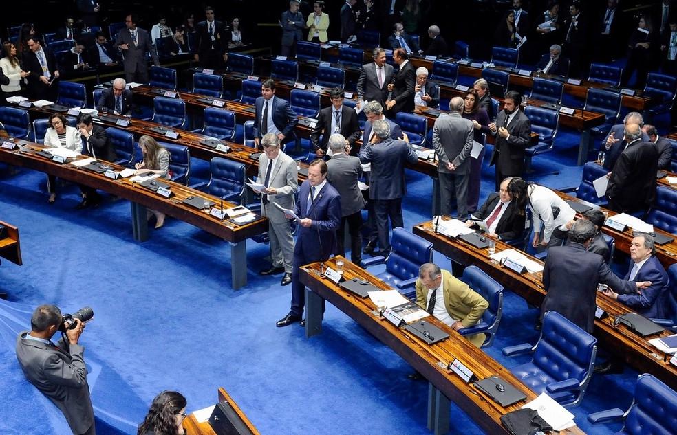 Senadores reunidos no plenário durante a sessão desta segunda-feira (28) (Foto: Waldemir Barreto/Agência Senado)