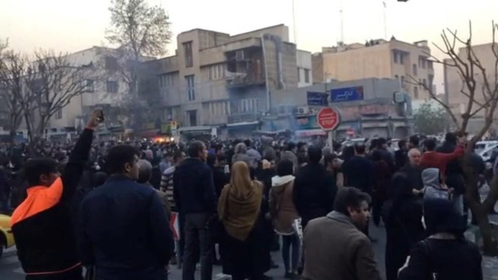 Protestos em Teerã, no Irã (Foto: Reuters)
