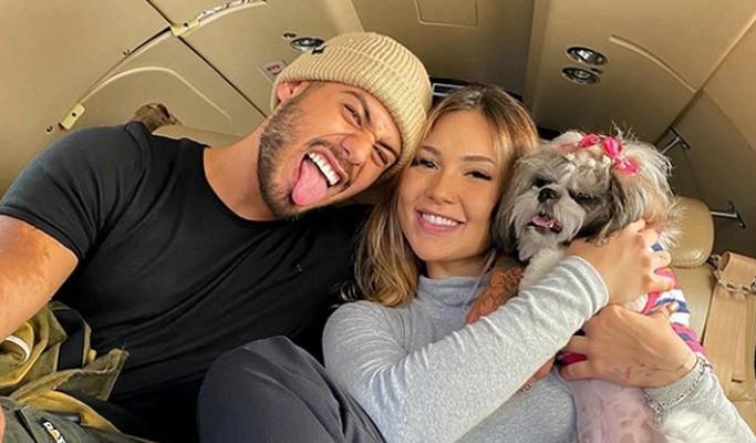 Zé Felipe e Virgínia Fonseca levam cachorrinha em viagem de jatinho