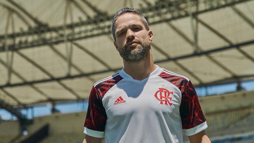 Diego com a vova camisa do Flamengo — Foto: Divulgação