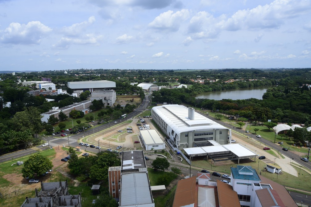 Vista aérea do campus da Unicamp, em Campinas — Foto: Antonio Scarpinetti