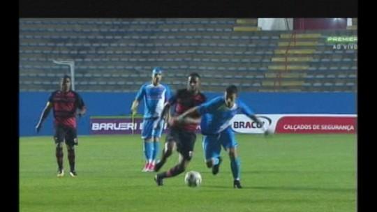 Marquinhos Santos elogia lateral e espera melhorar desempenho como mandante