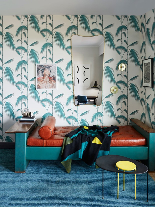Décor do dia: canto de descanso com papel de parede estampado (Foto: Francis Amiand)