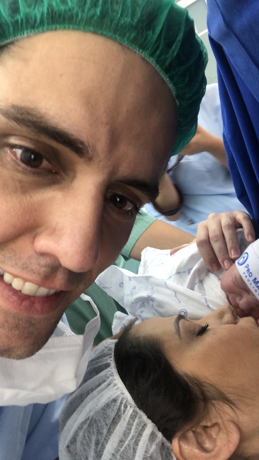 Thiago Arancam e Aline Frare com o filho, Francisco (Foto: Arquivo pessoal)