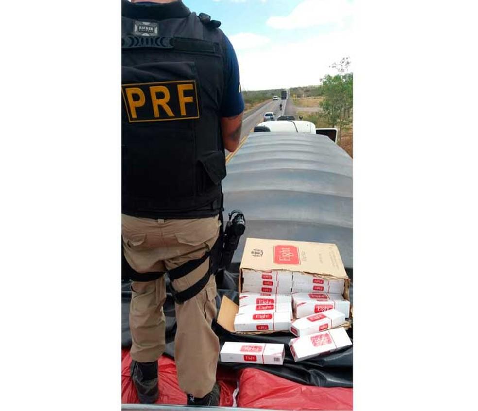 Agentes da PRF fizeram apreensão em rodovia baiana (Foto: Divulgação/PRF)