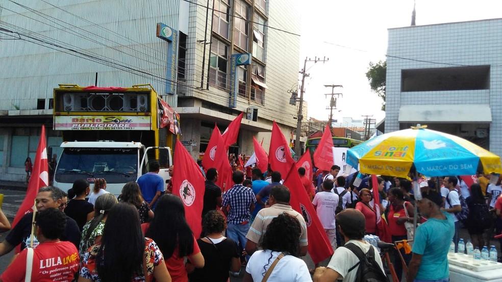 TERESINA, 8h30: Trabalhadores participam de greve geral no Centro — Foto: Andrê Nascimento/G1