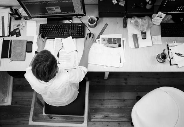 Trabalhar duro - workaholic - trabalho - estresse - cansaço - pressão - produtividade - horas - carreira (Foto: Pexels)